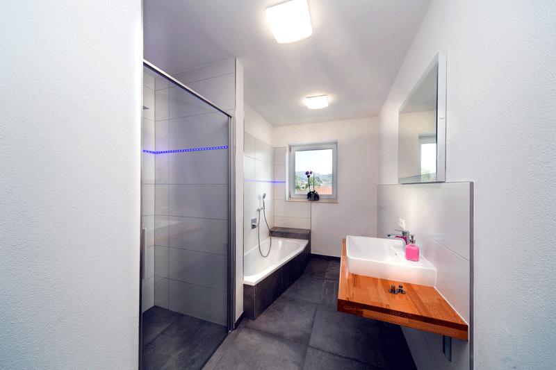 Auf den Bild sieht man das Badezimmer einer unserer modern-eingerichteten Ferienwohnungen