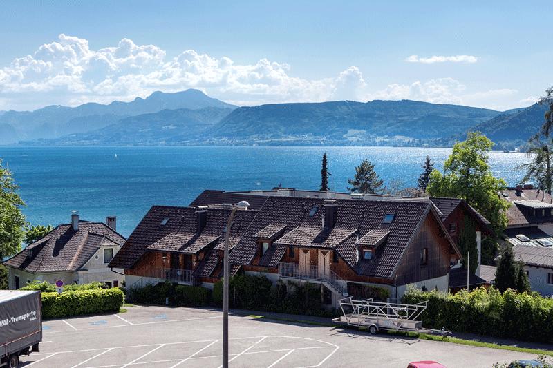 Auf den Bild sieht man den Seeblick einer unserer Ferienwohnungen
