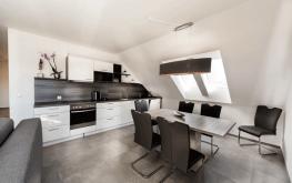 Auf den Bild sieht man das Esszimmer einer unserer modern-eingerichteten Ferienwohnungen