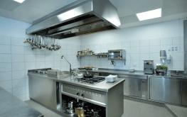 Auf den Bild sieht man die Küche des hoteleigenen Restaurants